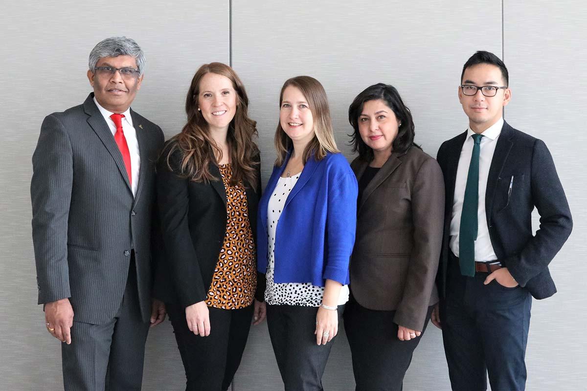 De gauche à droite : Prof. Janaka Ruwanpura, Andrea Delgado Morrow, Colleen Packer, Savera Hayat-Dade, Scott Vu